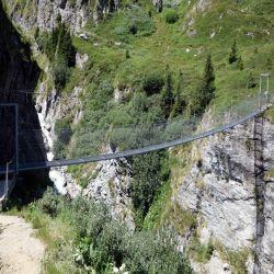 Hangbrug-over-Dyuere-de-Sery-Cabane-Brunet
